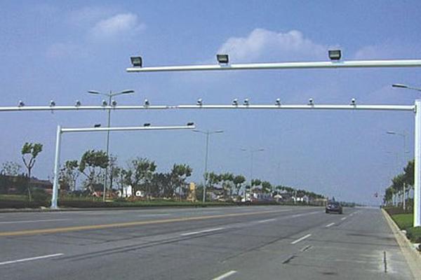 高速監控杆的材質要求
